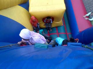 Main Manjat Panjat Tebing Anak