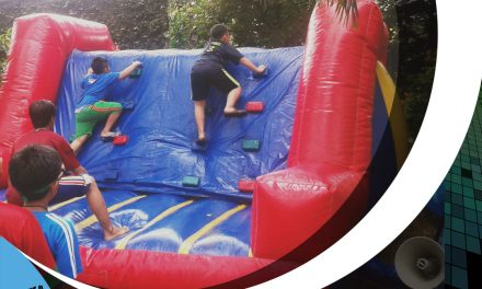 Permainan balon, memanjat, merosot dan kolam bola
